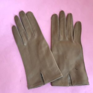 New vintage tan leather gloves